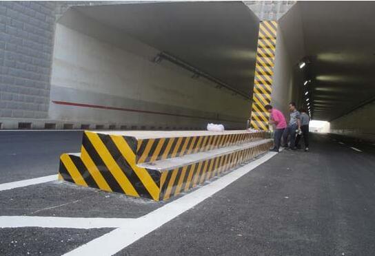 十堰西高速路隧道交通安全设施