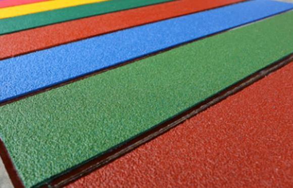 跟着道路标线涂料销售厂家一起看看防滑涂料这种产品!