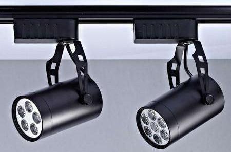 LED轨道射灯在商场的应用