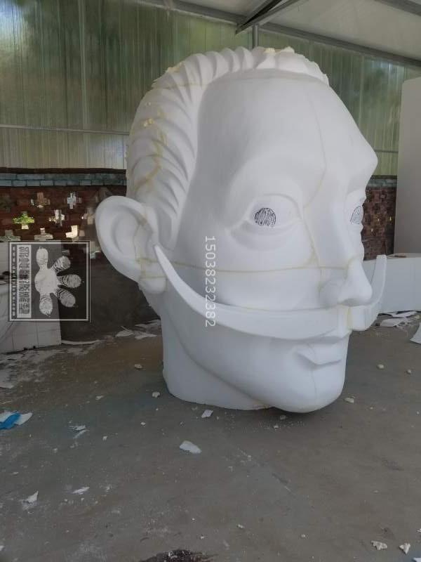 河南玻璃钢雕塑价格