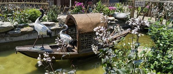 鬼斧神工!这艘木质乌篷船雕塑简直太真实了!
