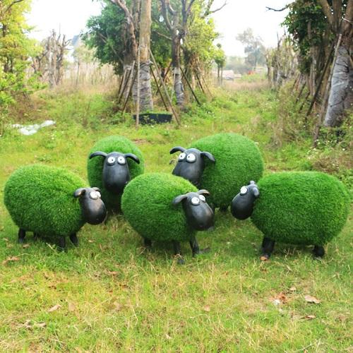 大型仿真动物草皮羊植绒摆件玻璃钢羊肖恩羊卡通雕塑户外园林景观