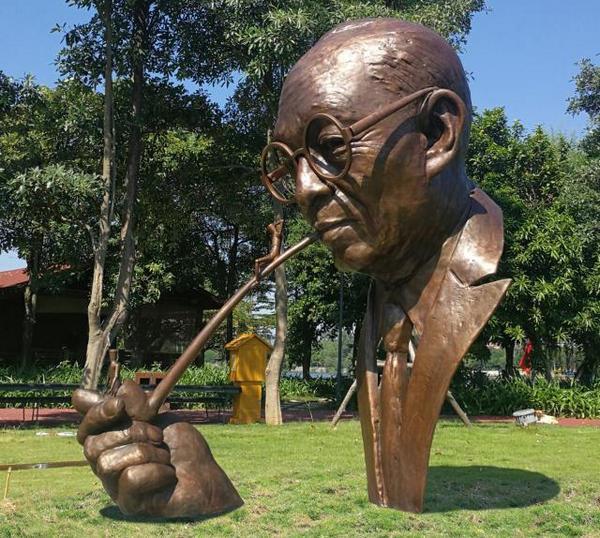河南不锈钢雕塑在设计中需要考虑的因素有哪些?