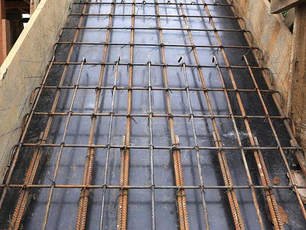 空心楼盖与梁护栏板构造对比