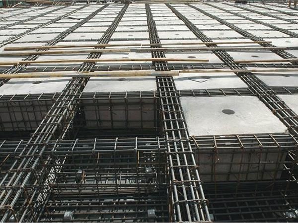 空心楼盖地下会出现部分受力分散,应用空心暗梁楼盖