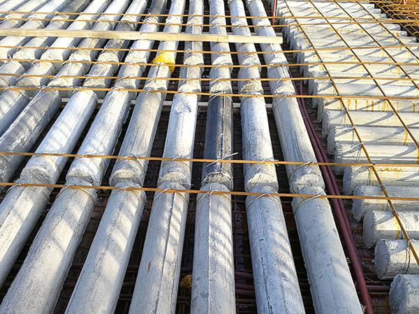 有关空心楼盖是应用橡胶材料的纤维材料特点?