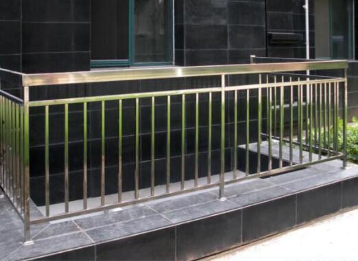 为什么好多人家装选择不锈钢栏杆