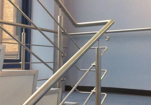 不锈钢栏杆立柱的保养方法