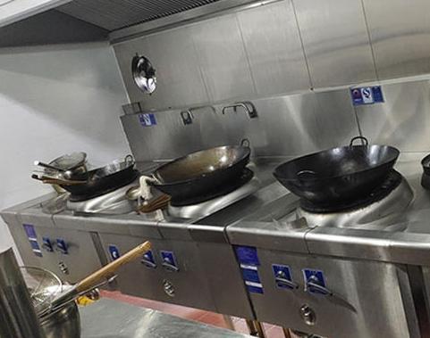 不锈钢厨房设备在使用中的误区