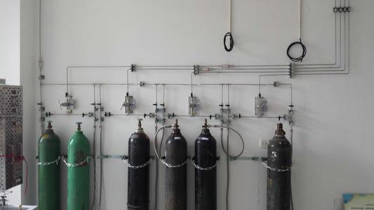 新的气瓶柜和气路系统的优点