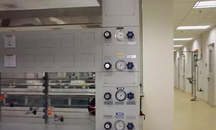 传统的气瓶柜和气路与实验室气路系统的差距