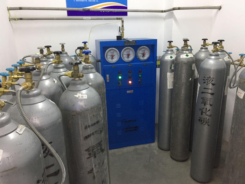气体自动切换装置