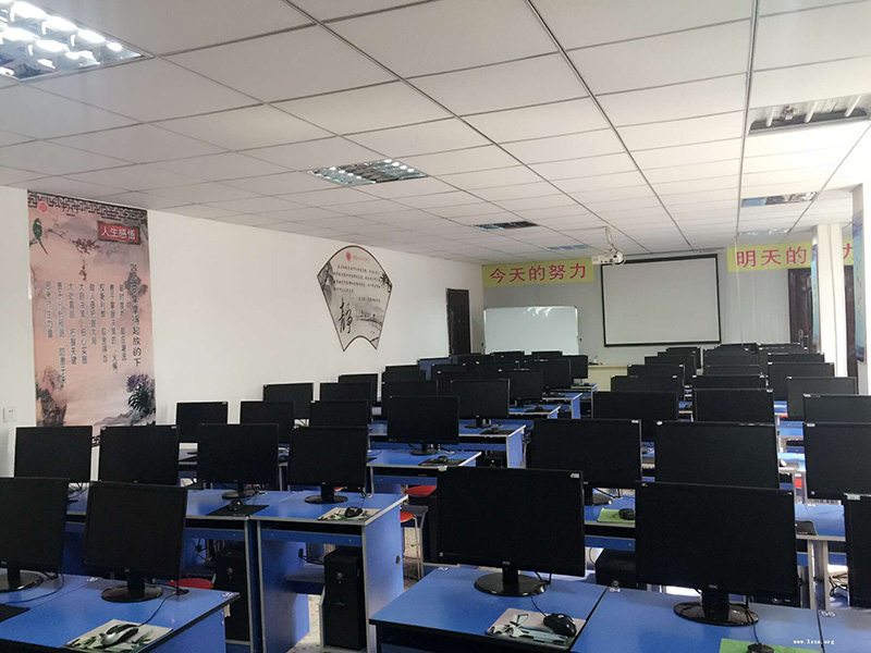 甘南兰商会计学校机房