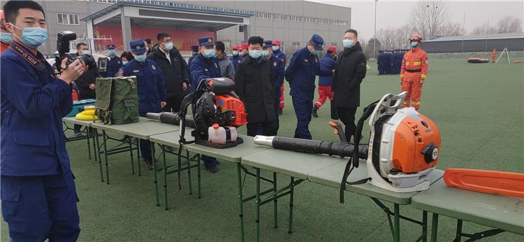 西安市市政府领导慰问入驻新疆森林消防总队驻秦岭西安靠前分队。