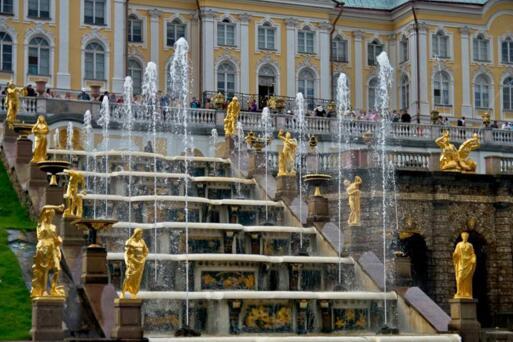 彼得夏宫喷泉
