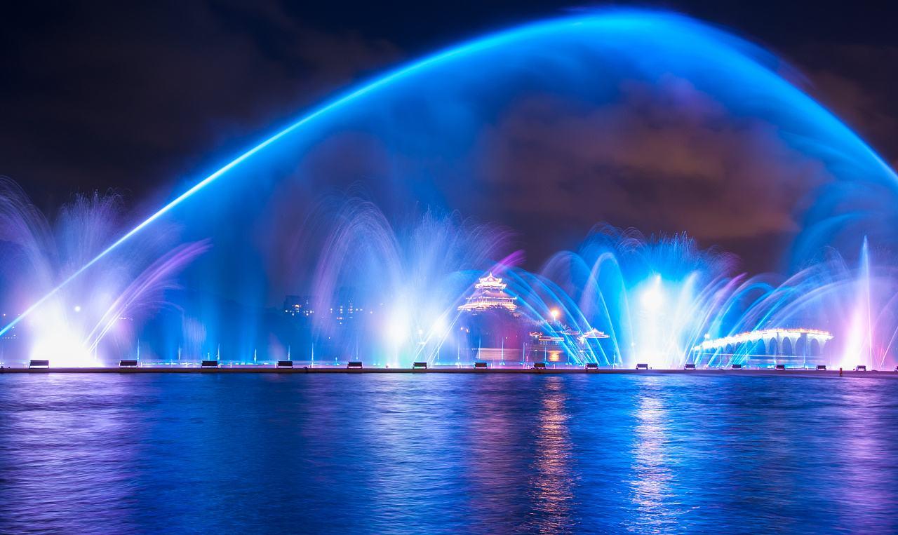 如今喷泉已经成为一道独特的人文景观!