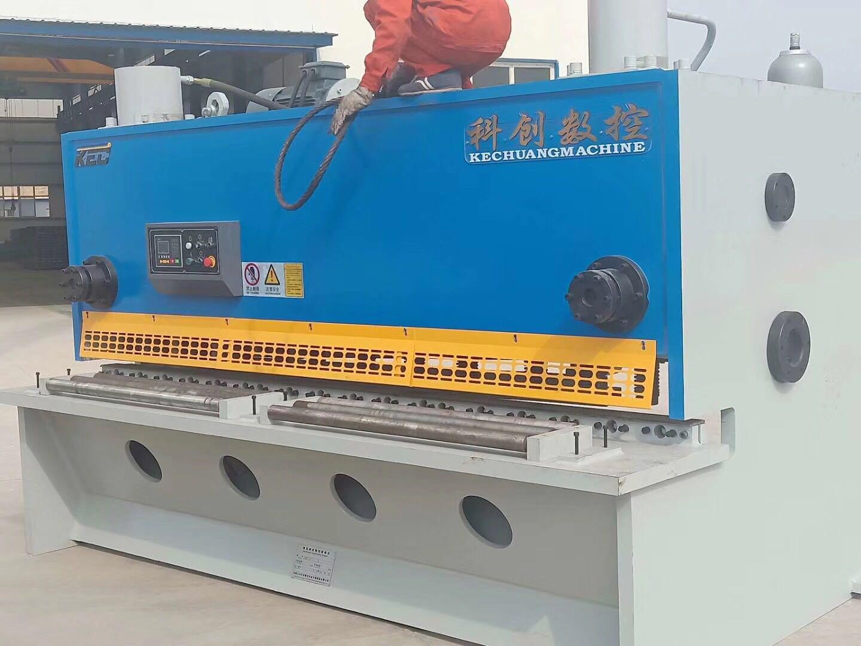 感谢陕西路桥领导的支持和信任,20*3200剪板机,20*2500卷板机安全就位。