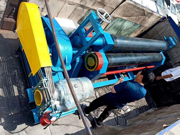 陕西卷板机系列产品20*2500型卷板机安装到位