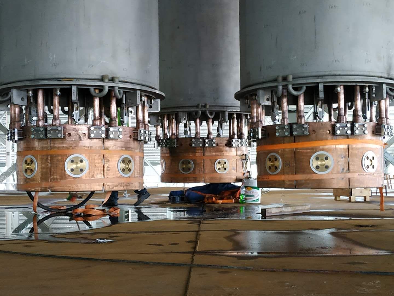 33000KVA工业硅炉下把小心持器