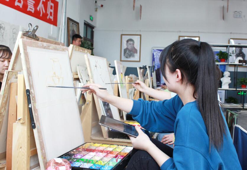 美术培训学校:节奏感是速写不可或缺的要素