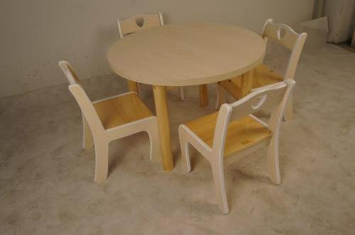 幼儿园桌椅选购以及摆设和保养信息的介绍