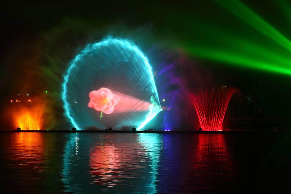 你见过音乐喷泉,这些成都激光水幕电影做的水幕电影你见过吗?