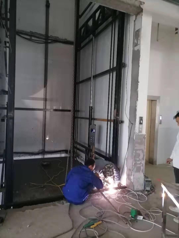 电梯维修工作中的安全要点