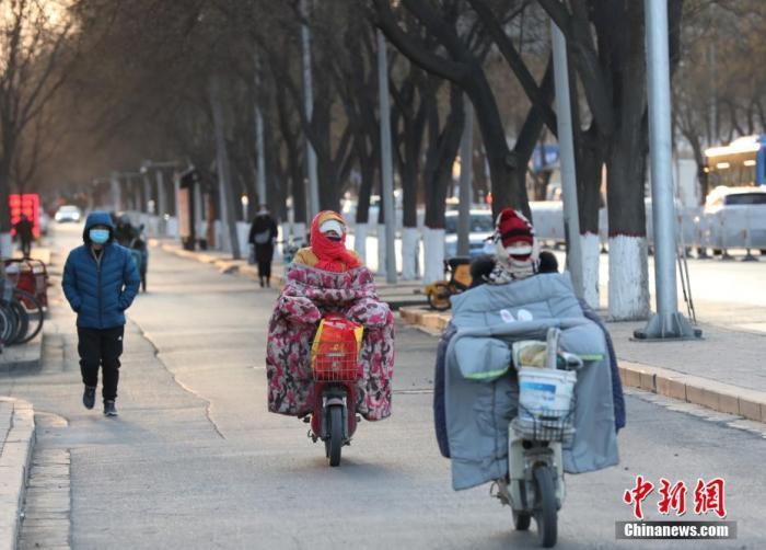 寒潮天气继续影响华南等地,东部和南部海域有大风