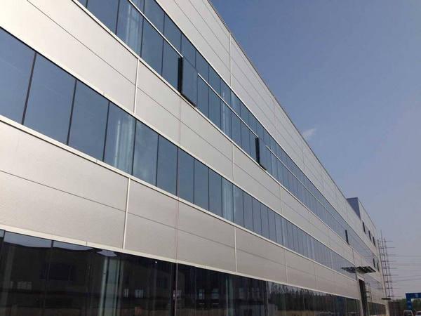 河南铝单板制作的铝单板幕墙有哪些优点?