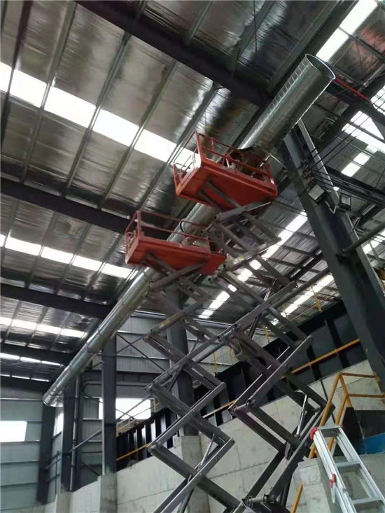 成都不锈钢风管-广汉厂房废气处理环保设备管道施工中