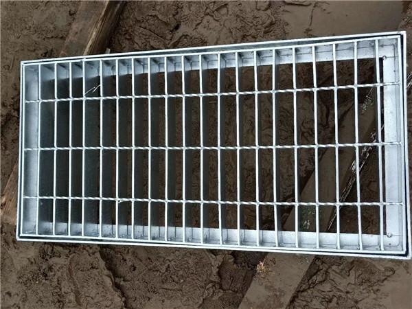 水流无法畅通流下下水道,你可能需要不锈钢装饰井盖!
