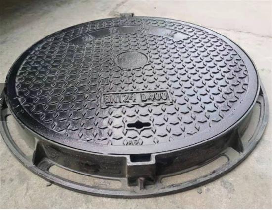 钢纤维井盖的与球墨井盖的标准对比—玖固建材