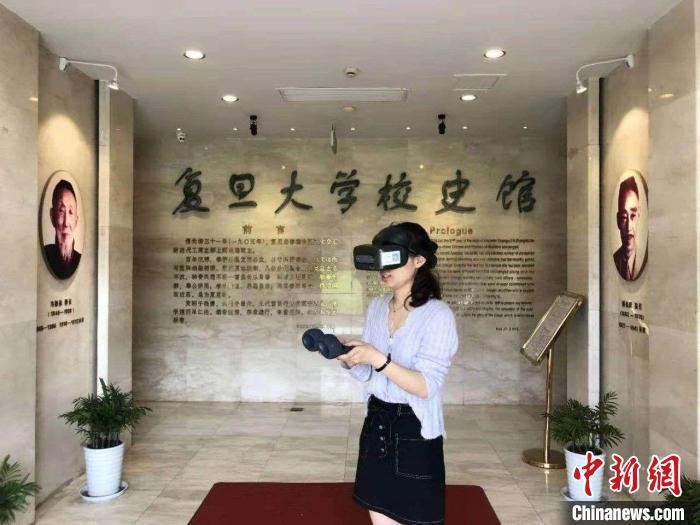 高校教师带本科生建起VR校史馆