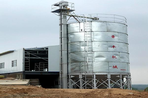 听说养鸡场使用饲料料塔好处多多,想知道就来看湖北料塔料线厂的分享吧