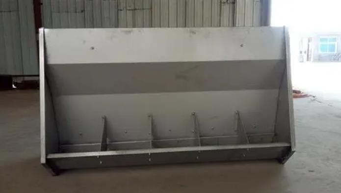 你知道不锈钢双面育肥料槽有哪些优势?大家一起来看看吧!
