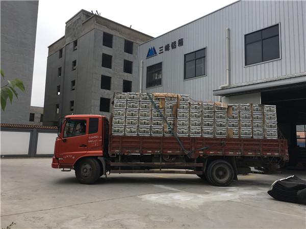 三峰铝箱厂为飞机工业订制的航天设备包装箱