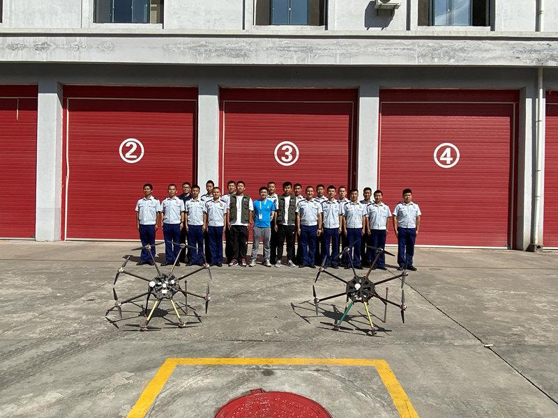 无人机培训学员照片