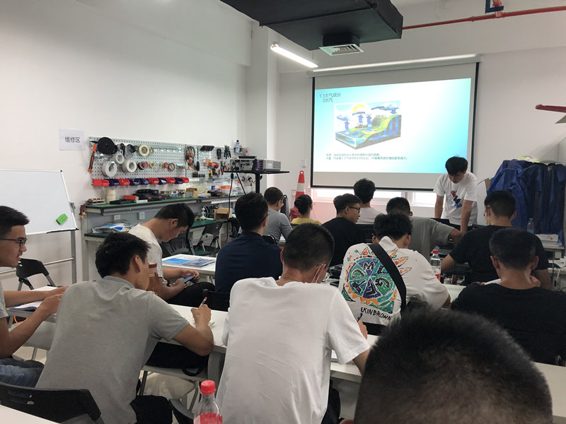 西安无人机培训学员课堂