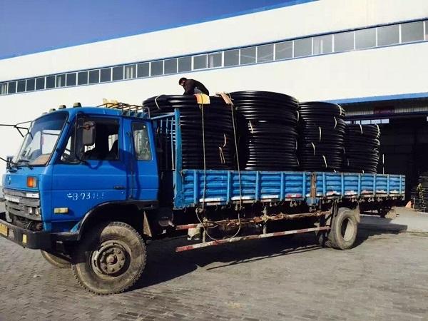 PE园林灌溉管库外装车