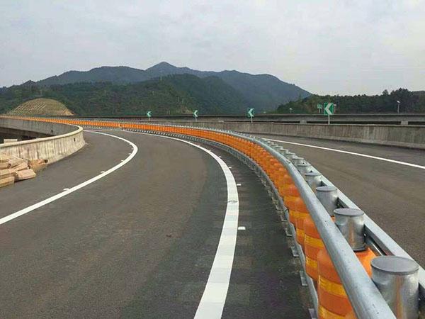 安装高速公路护栏要注意些什么呢?