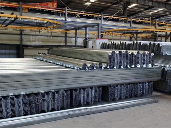三波护栏的安装和维护过程
