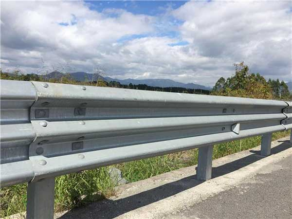 公路护栏的特点有哪些?以及安装的注意事项有哪些方面?