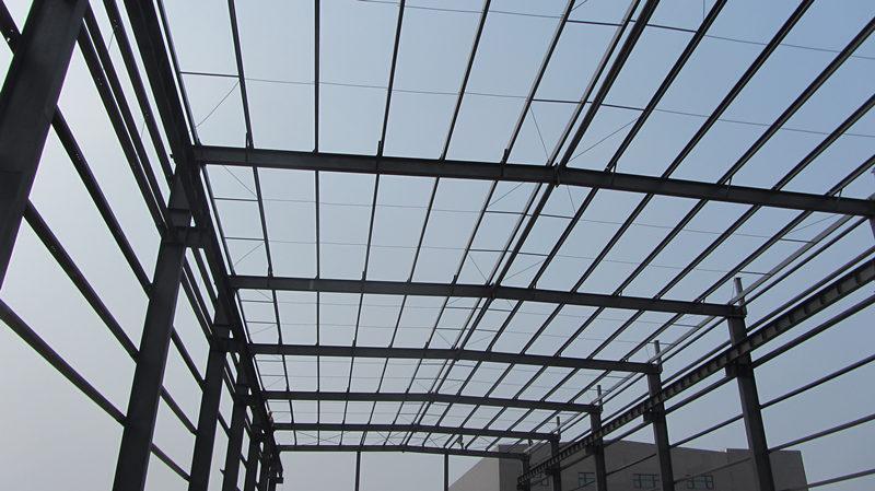 给网架建筑除锈都有哪些技巧呢?西安钢结构工程厂来支招