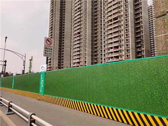 注意哦!根据地形可更改四川地铁围挡安装方式