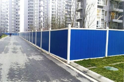 如何文明进行四川彩钢围挡安装施工?