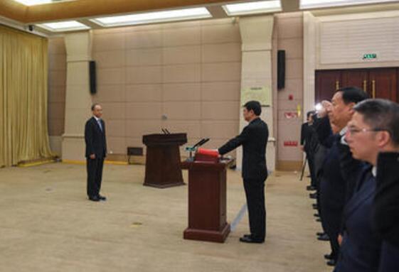 四川省政府举行宪法宣誓仪式