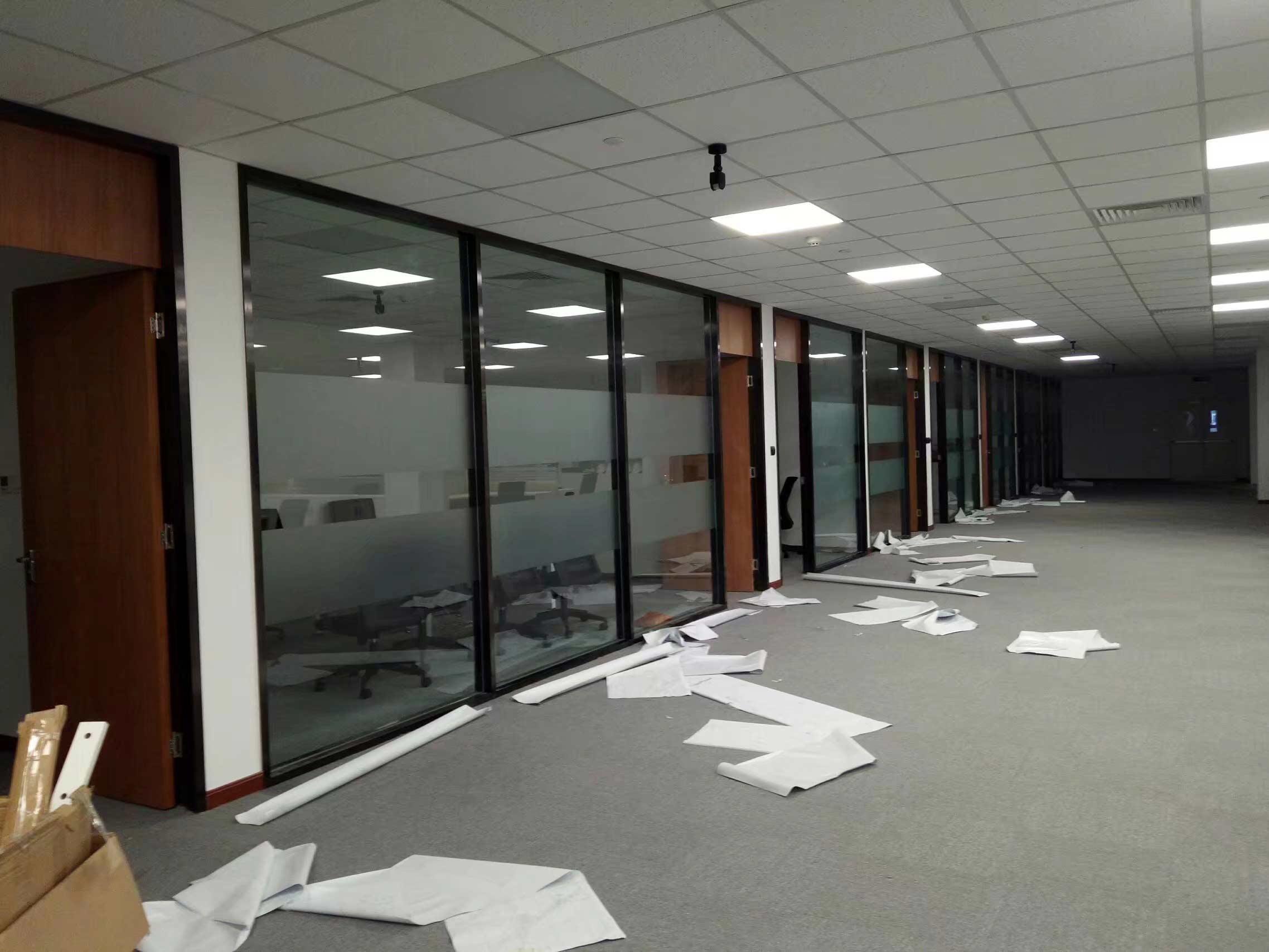 成都天府新区某办公楼玻璃隔断贴磨砂膜