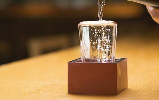 用喜欢和欣赏的态度去品酒,感受酒的韵味......