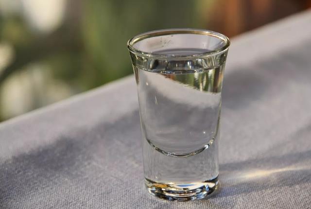 新疆白酒的小编提醒您白酒也是一种财富哦!