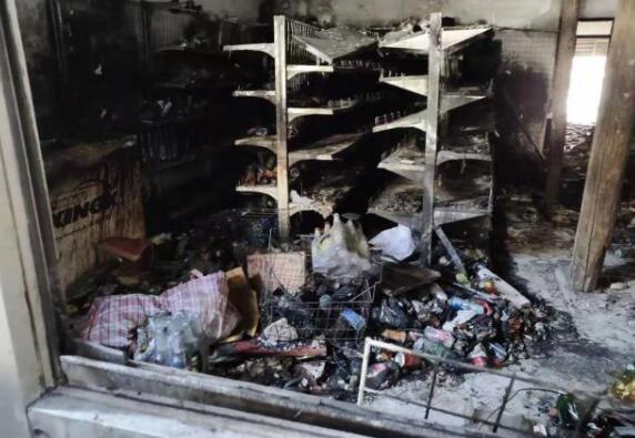 一朝回到解放前!店家出门挪车超市着火,损失十几万欲哭无泪